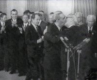 Поцелуй Брежнева и Хоннекера. Горько…